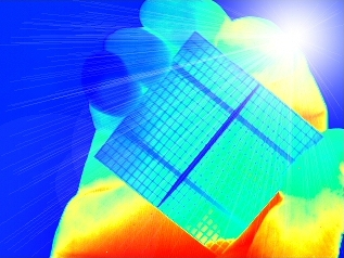 thermography image of a RGS solar cell with open rear side metallisation held in hand